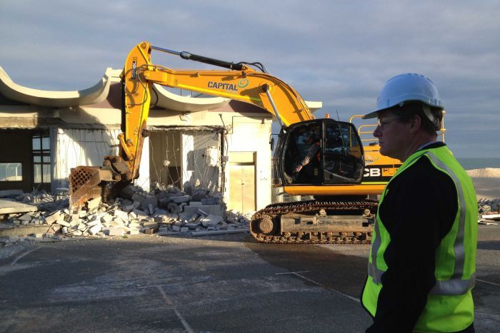 City-of-Perth-Surf-Life-Saving-clubhouse-demolished